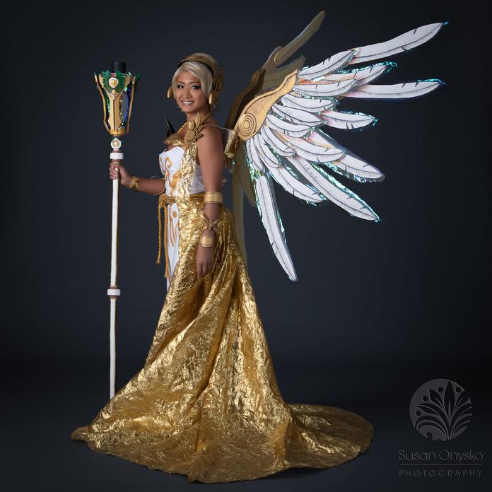 Mercy Christmas Angel Skin Cosplay